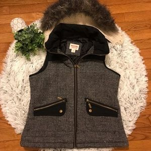 Mossimo outerwear vest with detachable fur hood